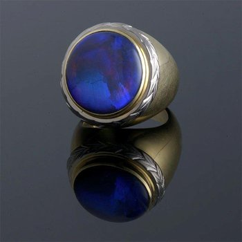 Fashion ring with Cabochon sapphire stone