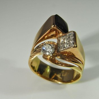 Asymmetrical fashion ring with diamonds