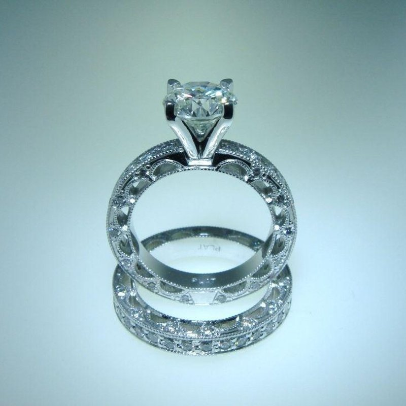 Antony Jewelers Brilliant engagement ring with diamonds