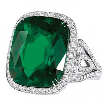 Cocktail ring with emerald and diamonds