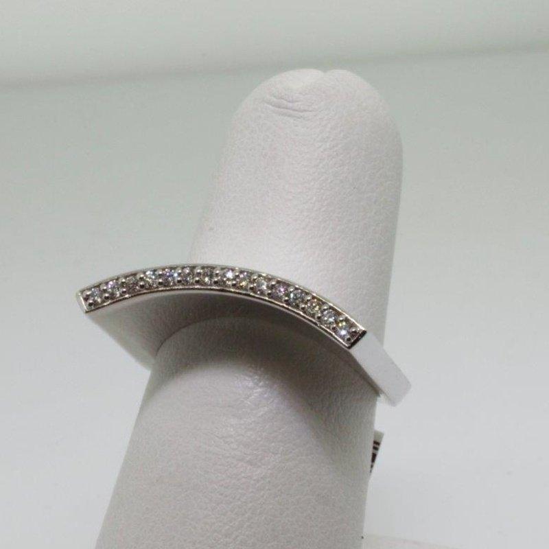 Antony Jewelers Unusually shaped fashion ring