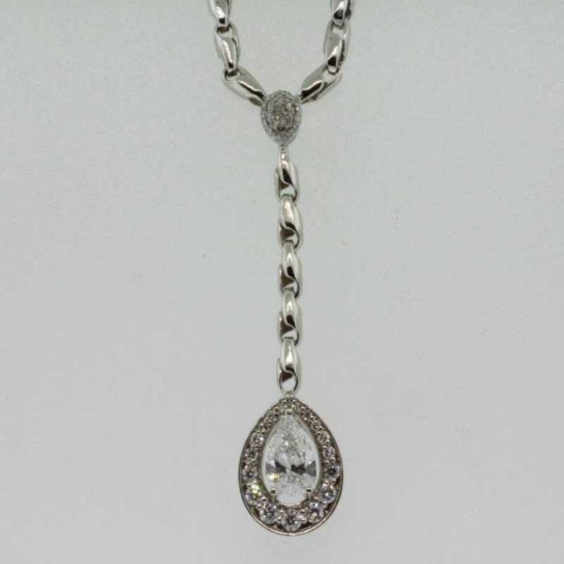 Antony Jewelers Modern necklace with diamonds
