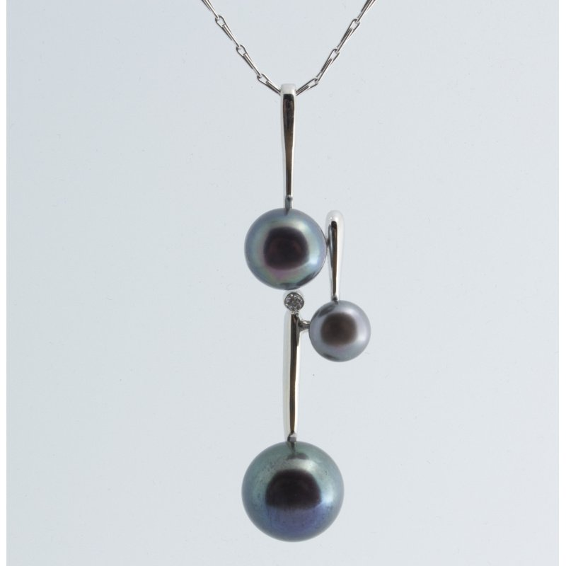 Antony Jewelers Assymetrically designed  pendant with Tahitian pearls