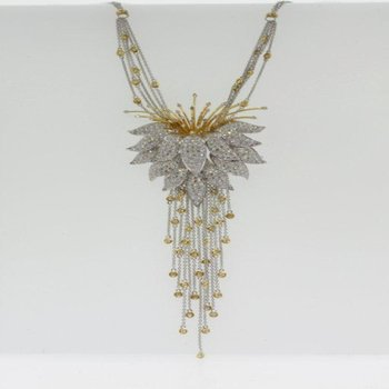 Incrediblle necklace with diamonds