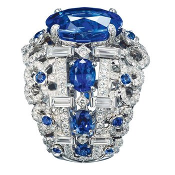 Amazing fashion ring with diamonds and sapphires