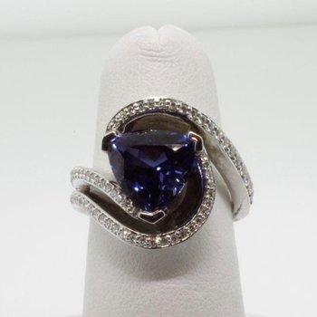 """Swirl"" designed fashion ring with triangular sapphire"