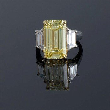 Cocktail ring with yellow diamond