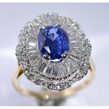 Engagement ring with fine details