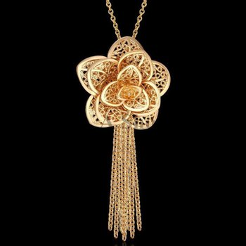 Flower style necklace
