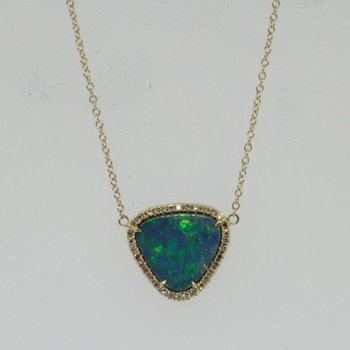 "Yellow gold necklace with rare ""Australian Opal"""