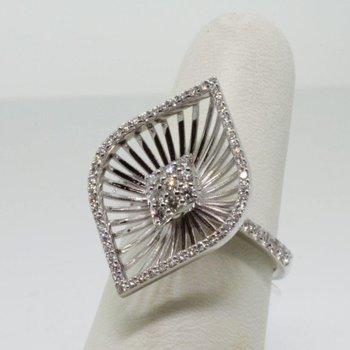 Flower style diamond fashion ring