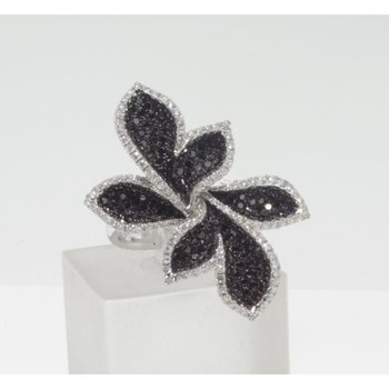 Black and white diamonds flower style ring