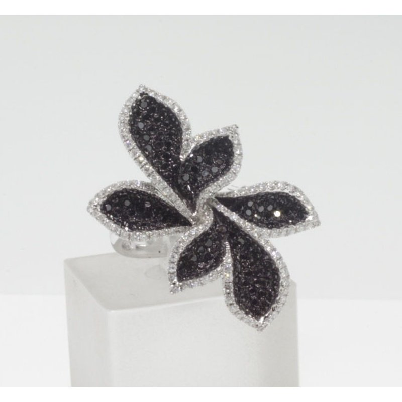 Antony Jewelers Black and white diamonds flower style ring