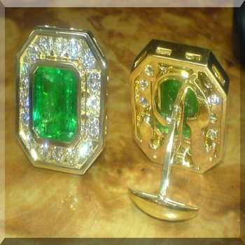 Cuff links with Columbian emeralds