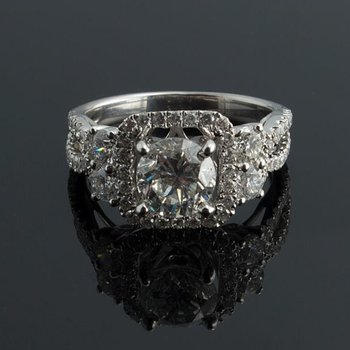 Classical princess cut engagement ring