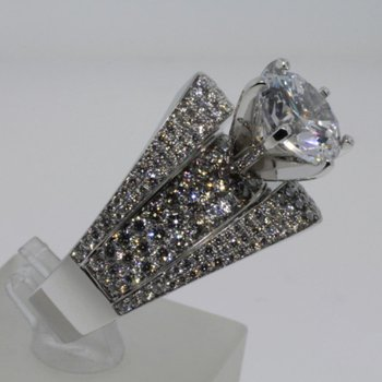 Exceptional quality diamond  engagement ring