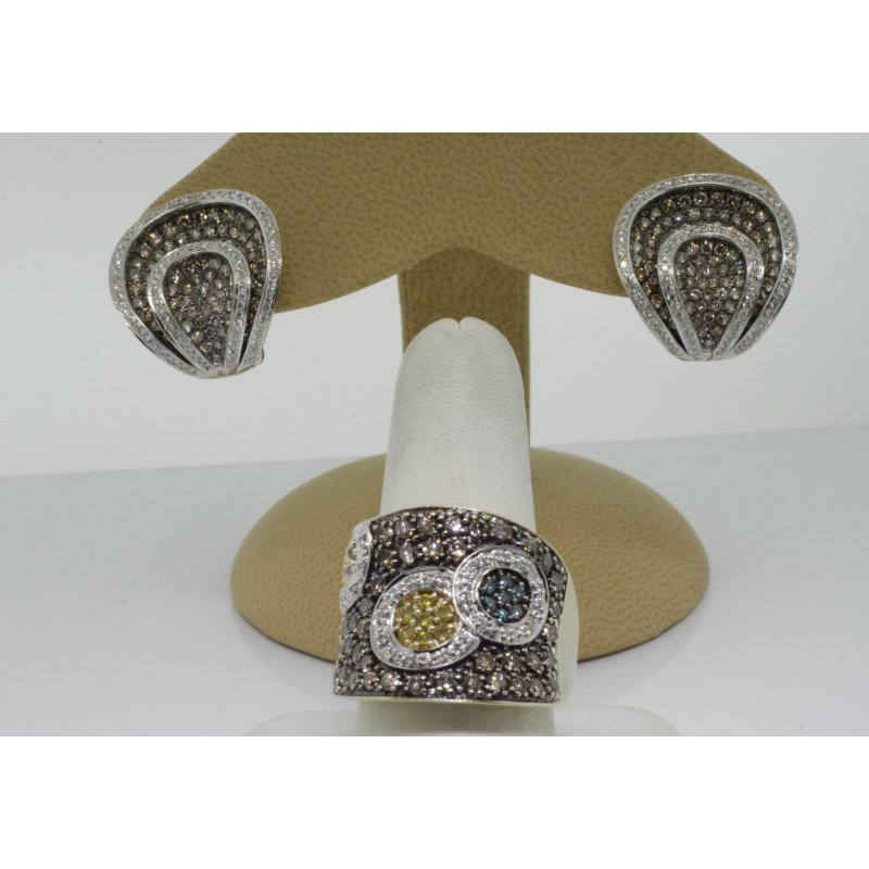 Antony Jewelers Finely designed set: earrings and ring with champagne and colorful diamonds