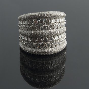 Sparkling diamond band