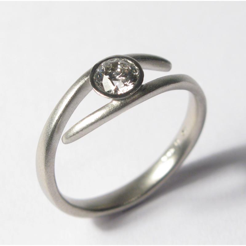 Antony Jewelers Simple and elegant engagement ring