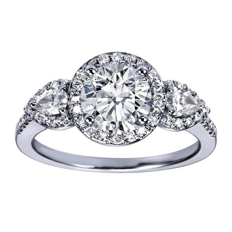 Antony Jewelers Timeless engagement ring with diamonds