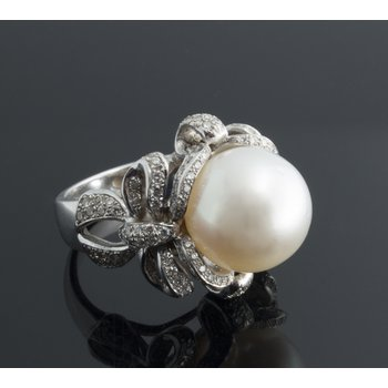 Antique style ring with white pearl