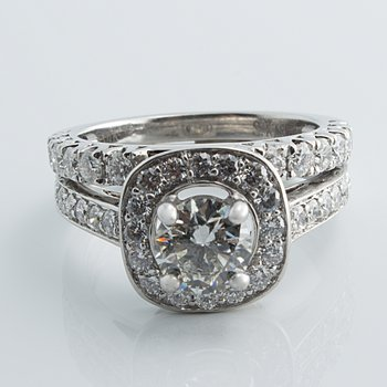 Classical diamond engagement ring