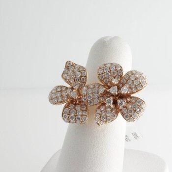 "Fine design ""flower"" ring with diamonds"