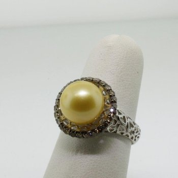 Amazingly designed fashion ring with pearl