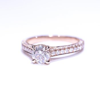 SEAMLESS Classic Rose Gold Engagement Ring