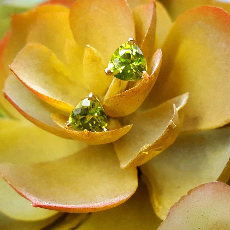 Arizona Peridot Gold Jewelry Trillion Peridot Studs
