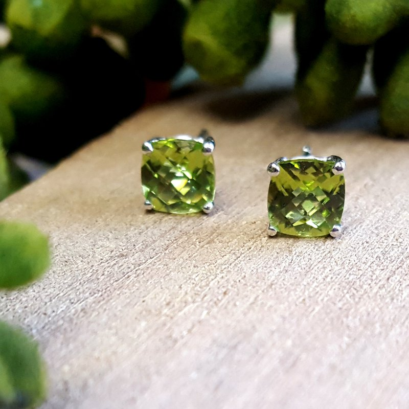 Arizona Peridot Gold Jewelry Checkerboard Peridot Studs