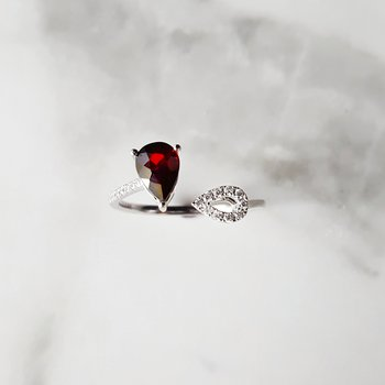 Garnet Open-Design Fashion Ring