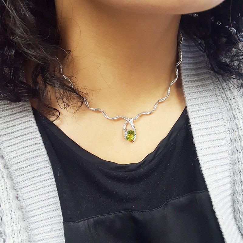Arizona Peridot Gold Jewelry Oval Wrap Pendant
