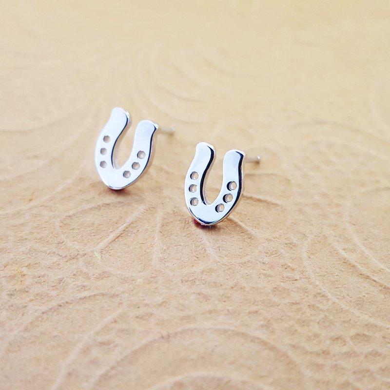 Animal Rockz™ Horseshoe Earrings