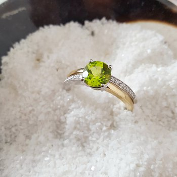 Two Tone Round Peridot Ring