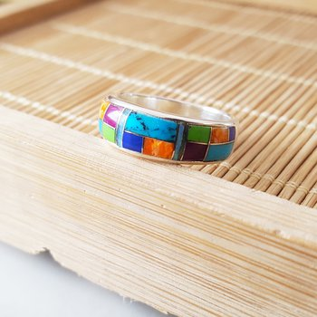 Multicolored Geometric Ring