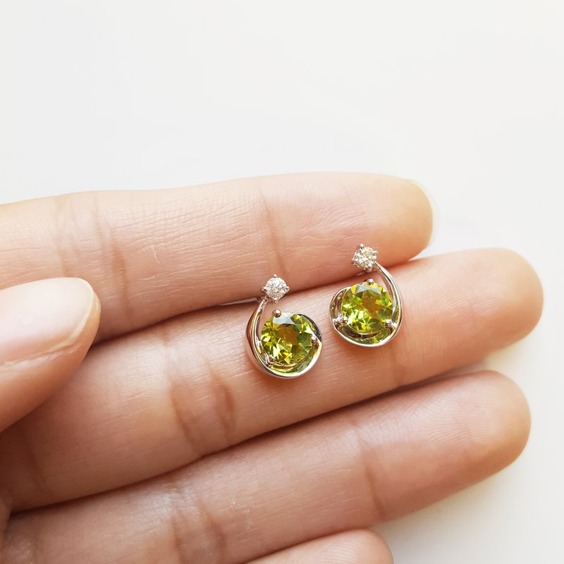 Arizona Peridot Gold Jewelry Large Shooting Star Studs