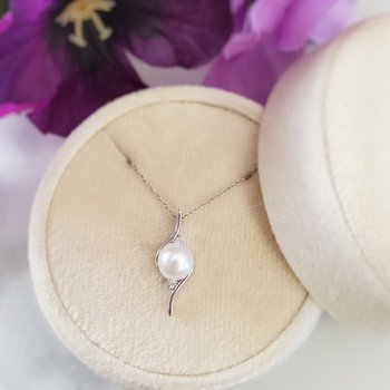 Elegant Pearl Pendant