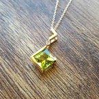 Arizona Peridot Gold Jewelry Zig-Zag Pendant