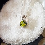 Arizona Peridot Silver Jewelry Peridot Swoop Necklace