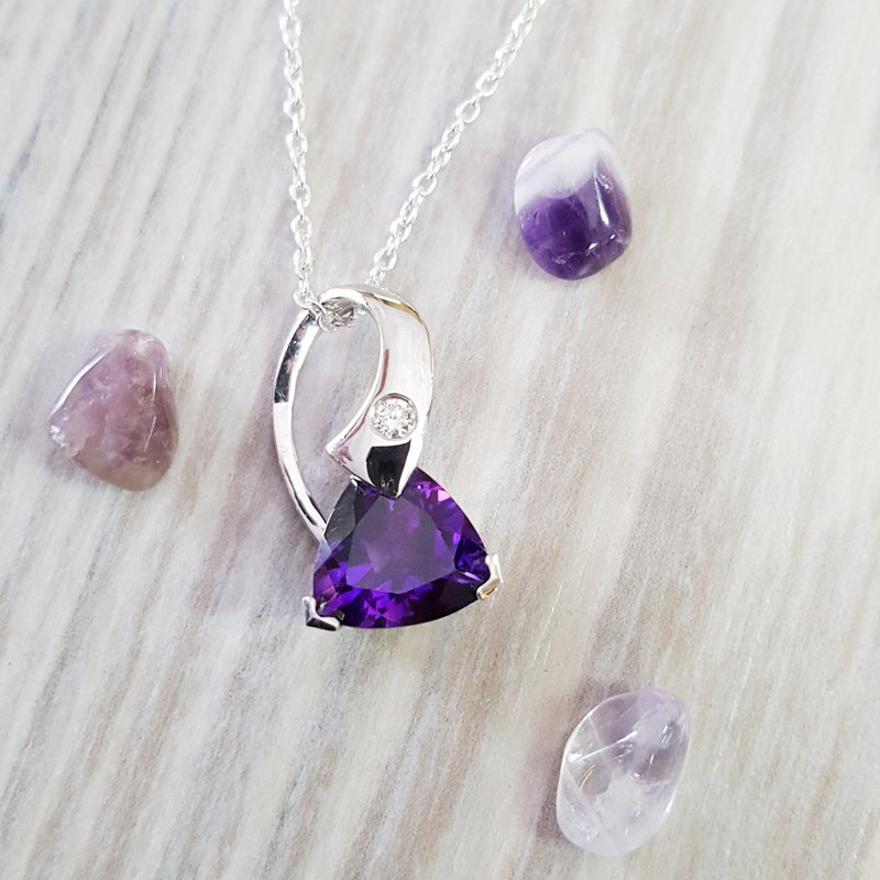 Arizona Amethyst™ Silver Jewelry Curvy Bale Pendant
