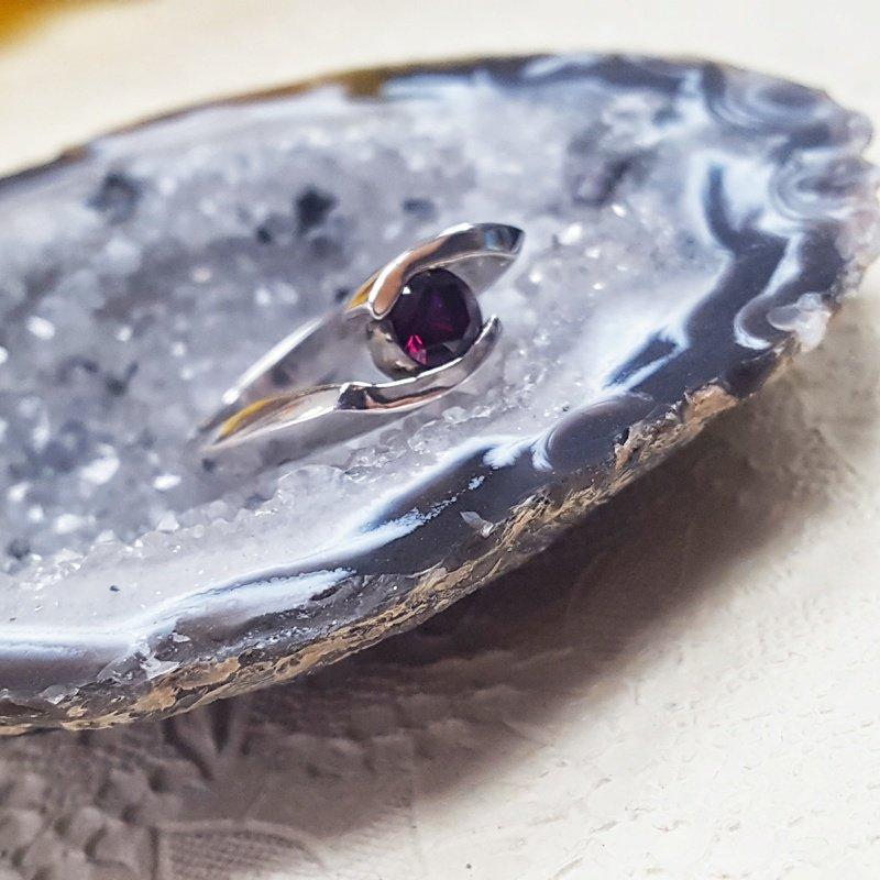 Arizona Anthill Garnet Silver Jewelry Bypass Ring