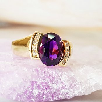 Half Bezel Oval Ring