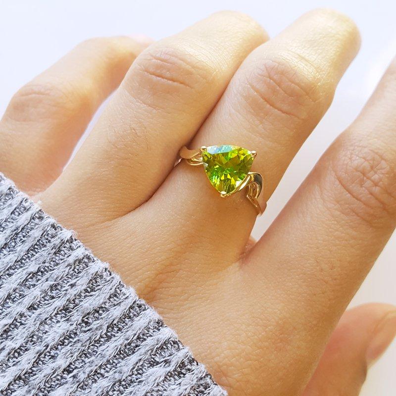 Arizona Peridot Gold Jewelry Trillion Organic Ring