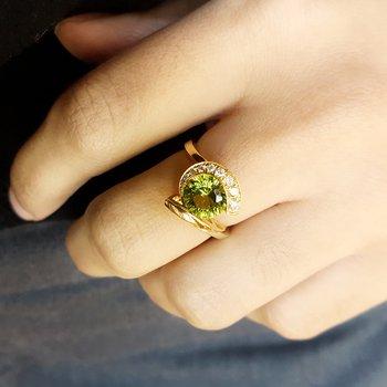 Laser Cur Peridot Ring