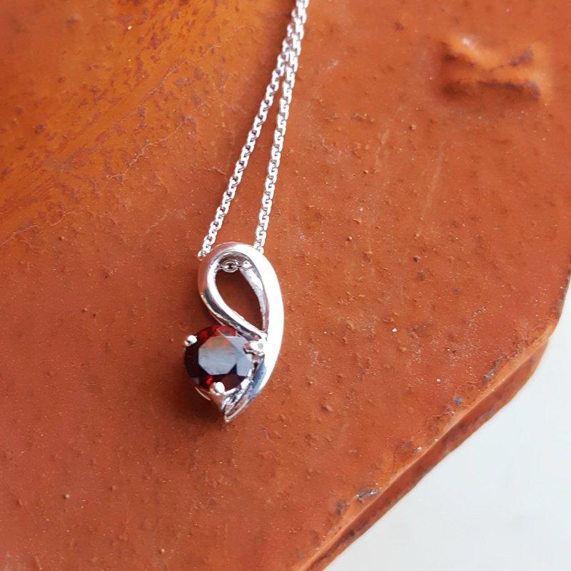 Arizona Anthill Garnet Silver Jewelry Arizona Garnet Swoop Necklace