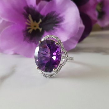 Oval Extravagance Ring