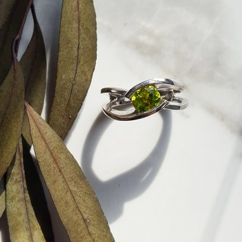 Peridot Double Curve Ring