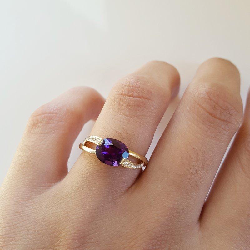 Arizona Amethyst™ Gold Jewelry Arizona Amethyst Ring with Overlapping Diamonds