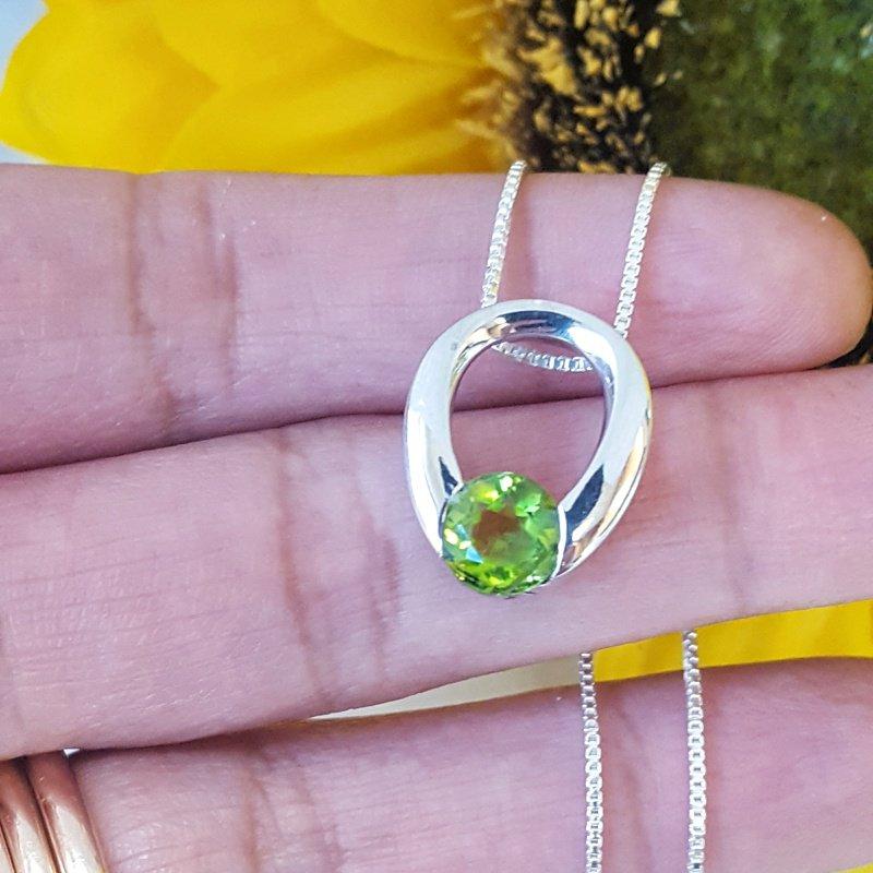 Arizona Peridot Silver Jewelry Peridot Horseshoe Necklace